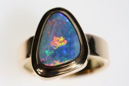 Ring aus 750er Gelbgold mit Opal